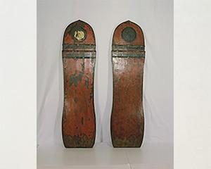 朱漆金銅装楯