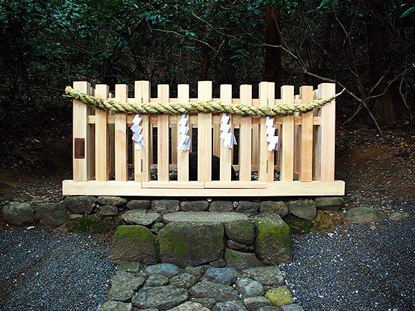 磐座神社(いわくらじんじゃ)