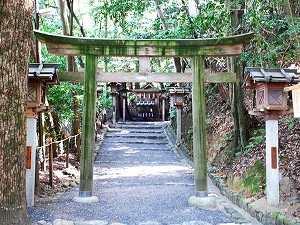 神宝神社(かんだからじんじゃ)